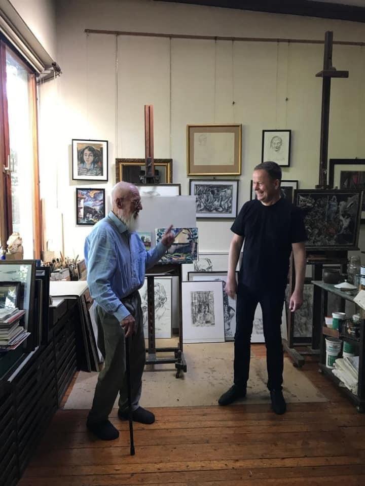 Wir freuen uns sehr, dass Kultursenator @klauslederer  unsere Ausstellung von Ronald Paris im Schloss Klasse findet und letzte Woche den Künstler in seinem Atelier besucht hat. Großer Künstler, tolle Anerkennung, Ehre für ihn und uns. DANKE #schlossbiesdorf #galerie #kunst #mahepic.twitter.com/14iDYnJF9J