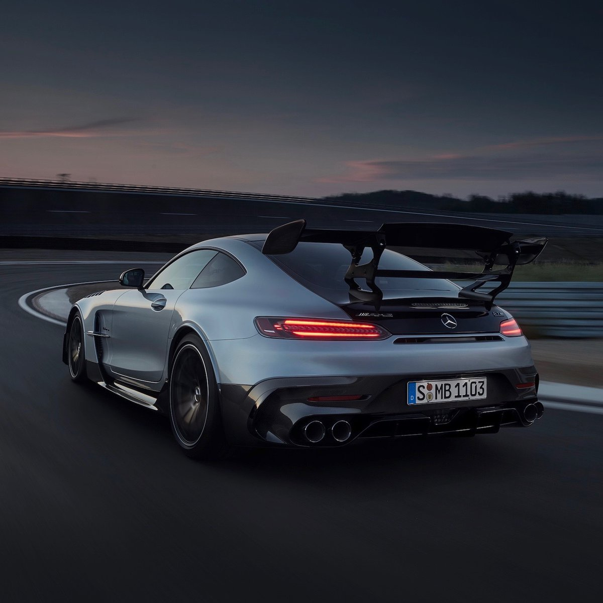 [Kraftstoffverbrauch kombiniert: 12,8 l/100 km CO₂-Emissionen kombiniert: 292 g/km | https://t.co/s95yKNytGO | Mercedes-AMG GT Black Series]  Perfectly embodying the AMG racing spirit inside and out with a powerful engine and a bold design to match.   https://t.co/KqSeWDcaN1 https://t.co/087qX0I4YJ
