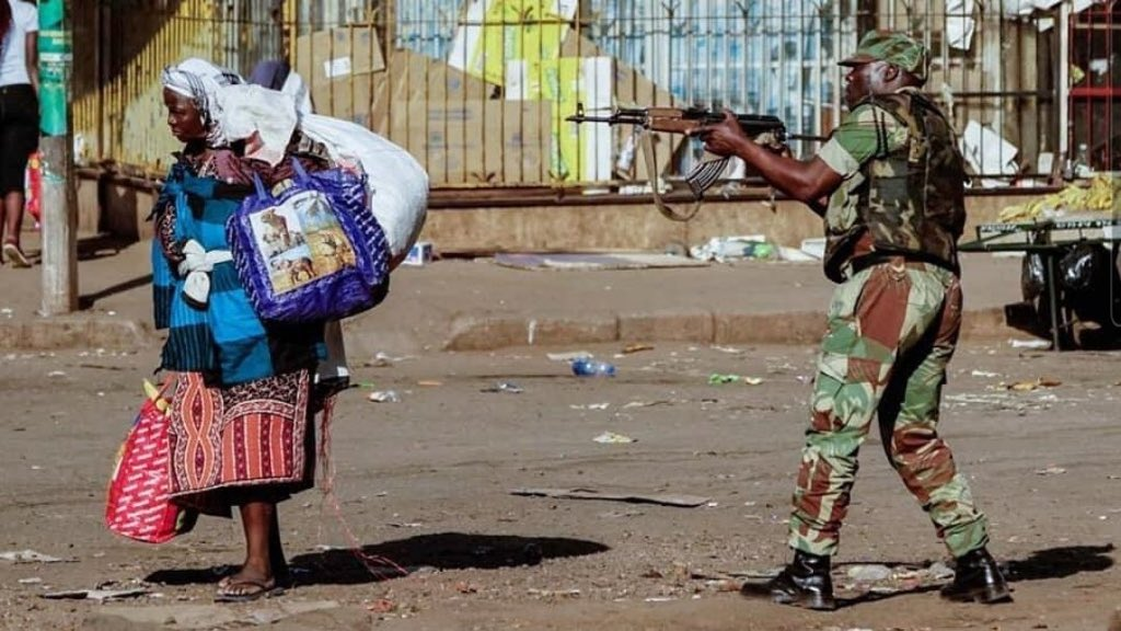 Every time I think I'm tired, I think of all the elderly who have to vendor in the streets selling madomasi nema pie muma bucket because their NSSA pension can't afford them the luxury to rest.   We need change!  #ZimbabweanLivesMatter https://t.co/M20ftklq15