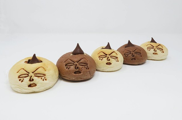 "1000RT:【再現度高め】""永沢君の顔を再現したパン""が登場「永沢君のチョコパン」と「日焼けした永沢君のクリームパン」の2種類。麻布十番モンタボーにて5日から期間限定で発売される。"