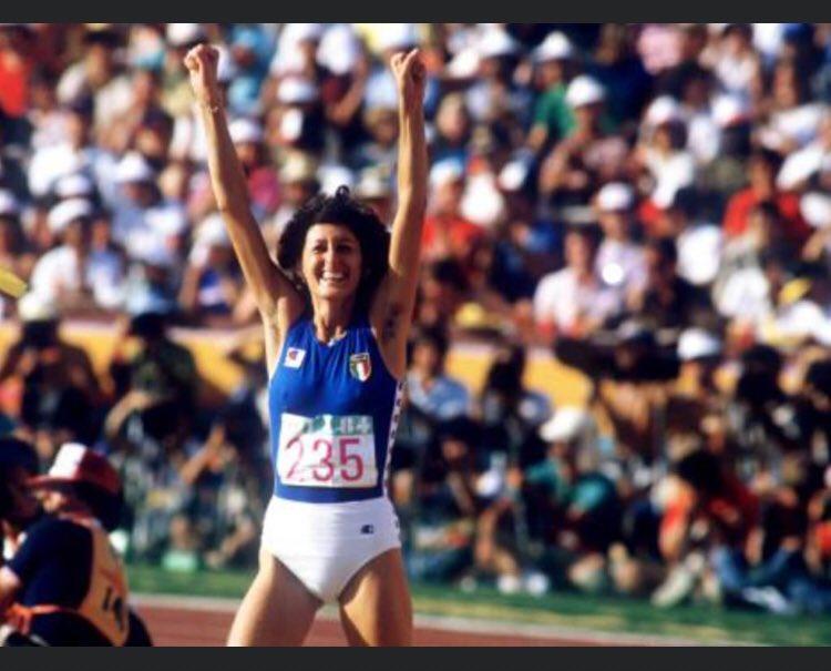 #4agosto 1978 #SaraSimeoni stabilisce il nuovo #record del mondo di salto in altro: 2,01  #sport #atleticapic.twitter.com/6BUCgw3lku
