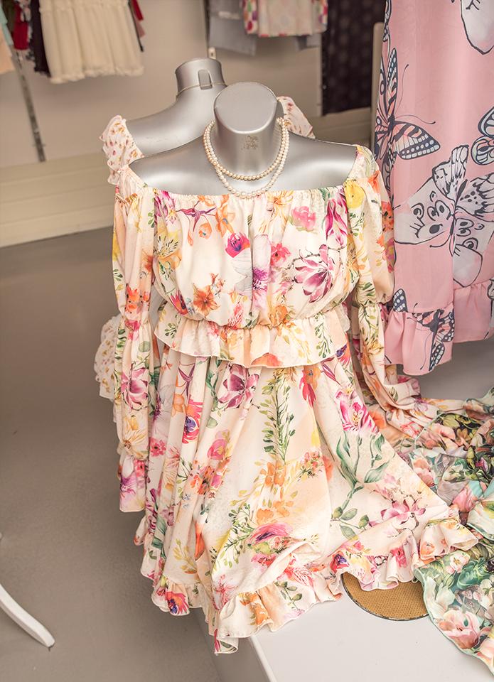 Drogie Panie bardzo lubimykwiaty i w kwiatach  nam do twarzy. Letnią porą odsłaniamy ramiona i dekolty.  Tak piękne sukienki znajdziesz u nas w alei żółtej stoisko 9.12 Butik Scarlett  zaprasza. pic.twitter.com/D5icePRm85
