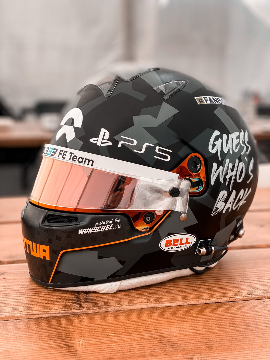 New helmet 🔥 Thanks @pntdByWunschel & @BellRacingHQ for the beauty 😊 #GuessWhosBack https://t.co/dICnd8HoxK