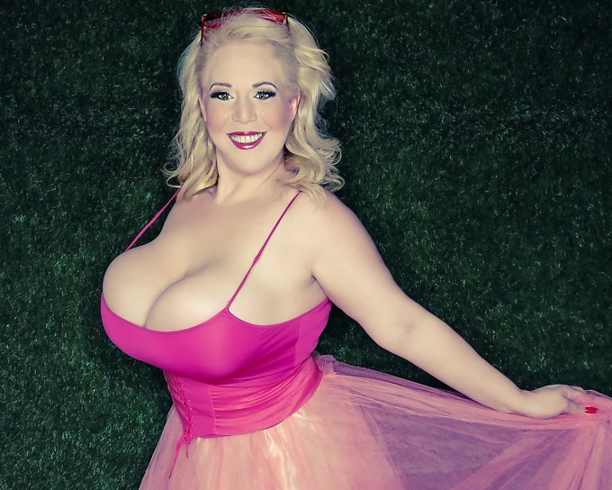 1 pic. Here one more of pretty in Pink #tuesdayvibes #beautiful https://t.co/YxG5Us4xOf