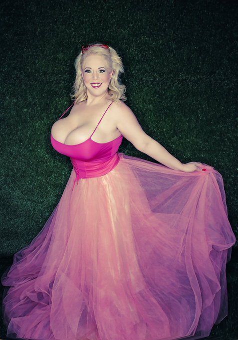 2 pic. Here one more of pretty in Pink #tuesdayvibes #beautiful https://t.co/YxG5Us4xOf
