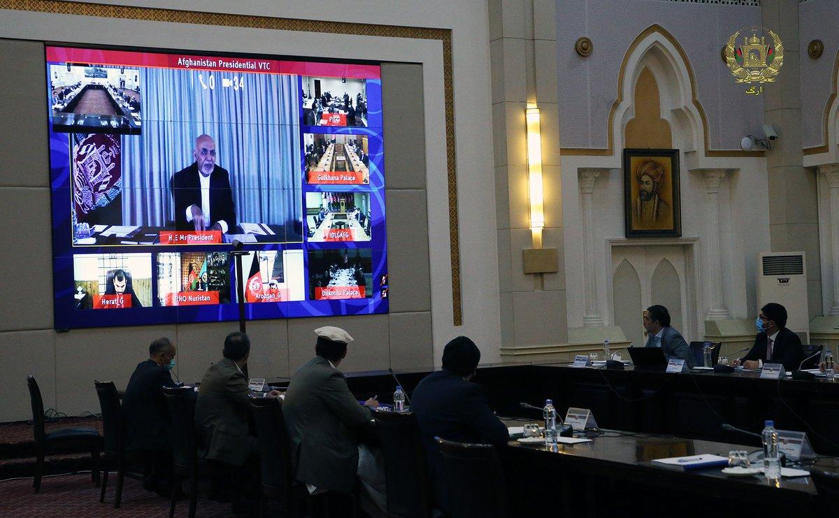 جلسۀ کابینه به ریاست محمد اشرف غنی رئیس جمهوری اسلامی افغانستان با اشتراک اعضای کابینه و والیان کشور از طریق ویدیوکنفرانس قبل از ظهر امروز در ارگ برگزار گردید. https://t.co/sf86gtXEaw