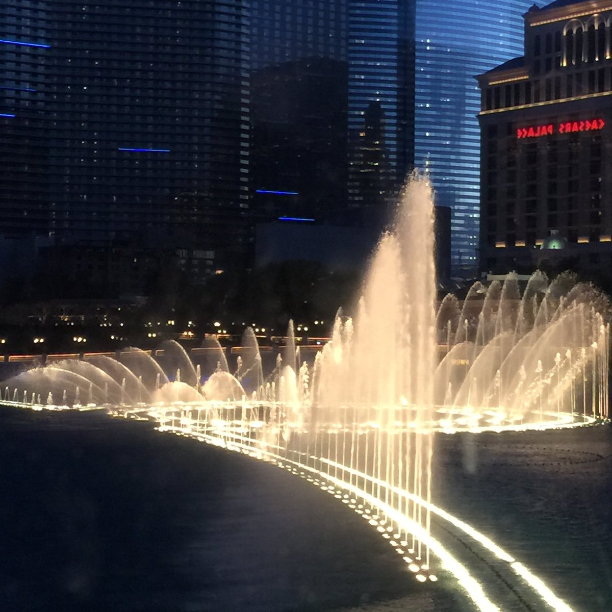 This Fountain Dancing with Music at Las Vegas Too is very awesome friend just as U described in ur tweet . Similar is the dancing fountain at Dubai Mall too which Our friend @dewanderersoul  shared earlier .pic.twitter.com/VhoS6c1XAD