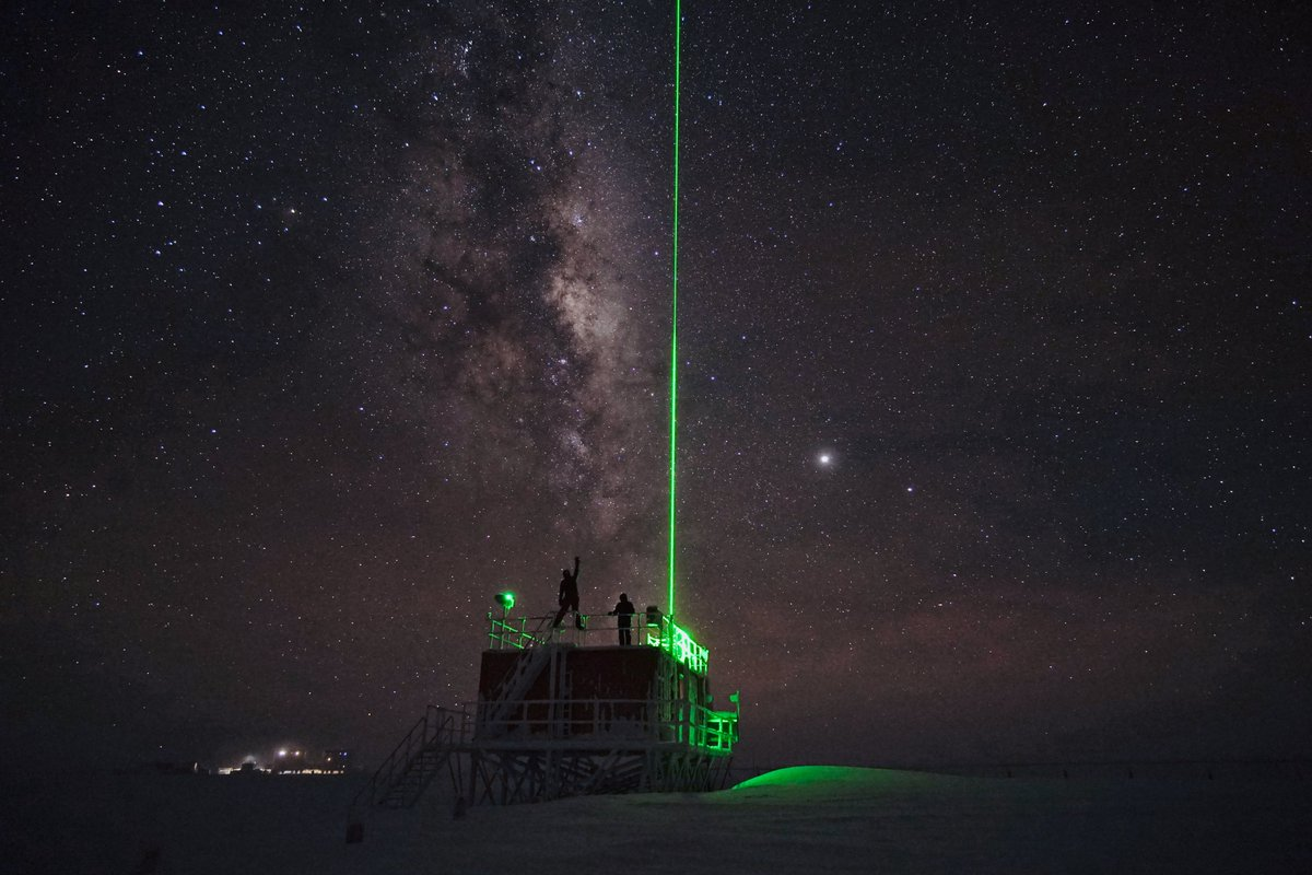 Shooting lasers skyward: see how researchers in Antarctica are using LIDAR and SONAR technology to monitor changes in Earths atmosphere🌏👇 esa.int/ESA_Multimedia… #SpaceCares #Concordia