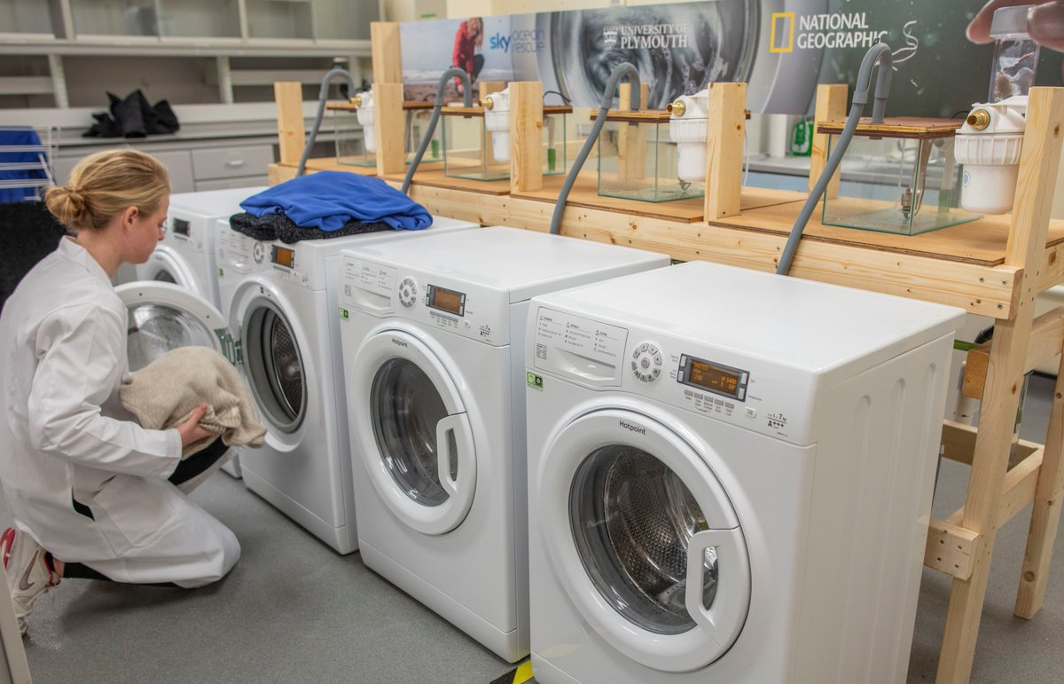 One person releases almost 300 million polyester microfibres per year to the environment by washing their clothes  Using fibre-catching devices could dramatically reduce the amount of microscopic particles entering the #marineenvironment  Read howhttps://www.plymouth.ac.uk/news/study-shows-devices-can-reduce-fibres-produced-in-laundry-cycle-by-up-to-80…pic.twitter.com/psS6JDAfut