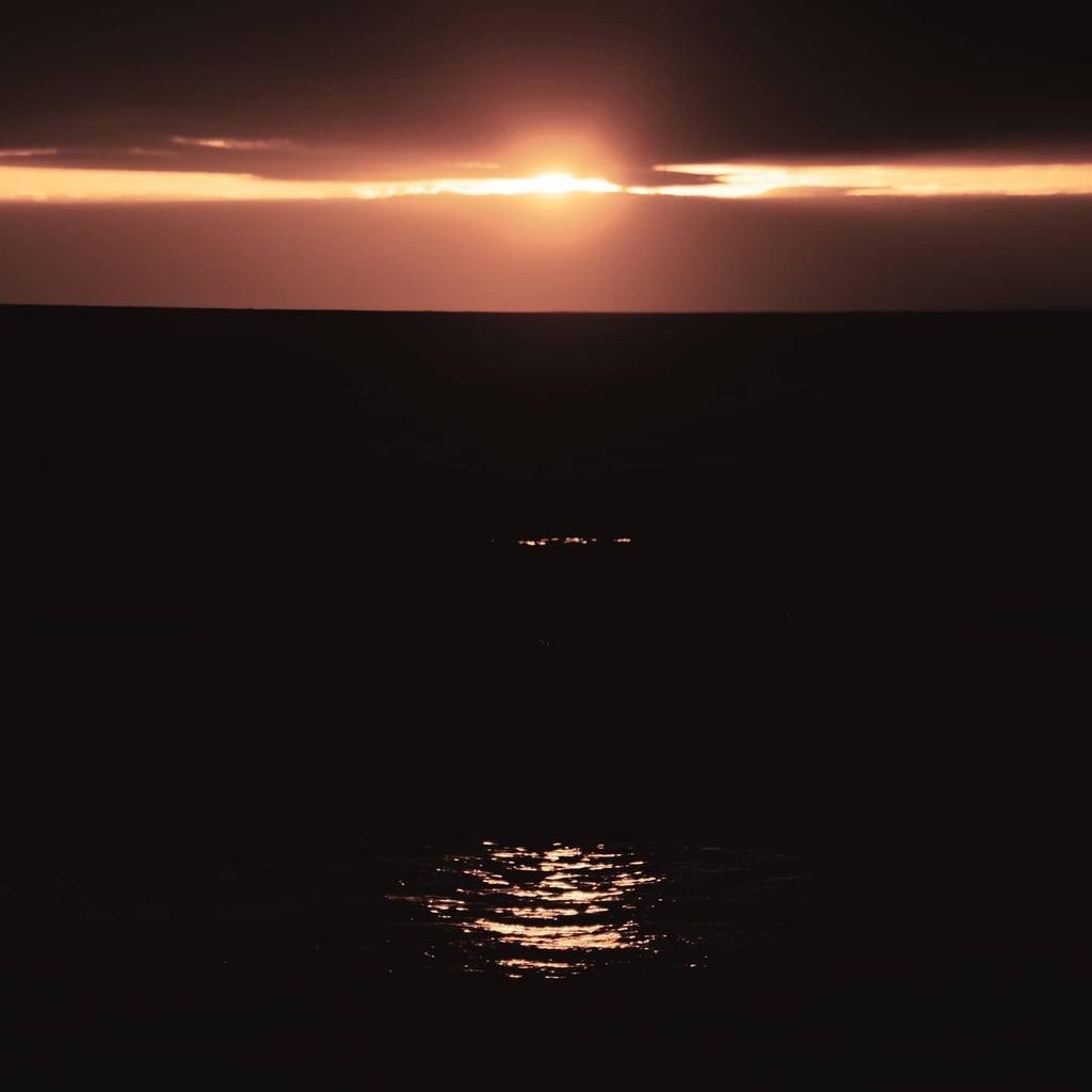 Sun setting on the Welsh coast last night - - - - #wondermore #landscapelovers #modernoutdoors #sunsetlover #fiftyshades_of_nature  #seascapephotography #visualsofearth #coastalphotography #etheralmoods #solarcollective  #lightzine #dreamermagazine #gomi… https://instagr.am/p/CDdcIEGj9f0/pic.twitter.com/4H9lbrRKXg