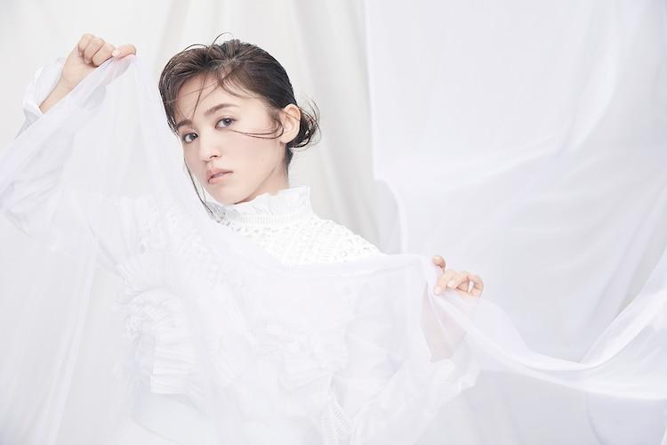 逢田梨香子が新曲「ブルーアワー」を配信リリース、全楽曲サブスク解禁