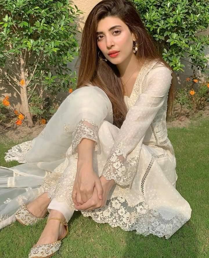 #UrwaHocane all white on Eid ! pic.twitter.com/JsBGCtCuLu