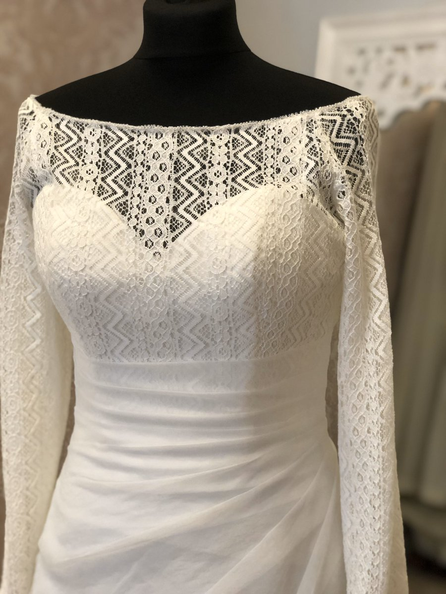 We're loving this unusual lace on this pretty long sleeved wedding dress. New into the boutique and perfect for a bride looking for something different. #weddingfashion #bride #weddingdress #bridal #weddinggown #lace #york #York #Yorkshire #bridetobe #bridalreloved  #prelovedpic.twitter.com/xQ72LMv2eD