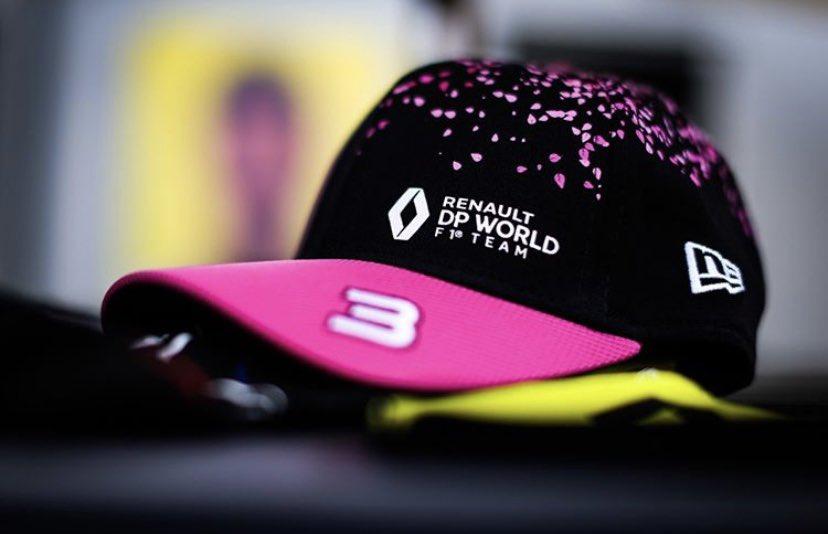 リカルドが今年の日本GPで被る予定だった帽子だったみたい… 嬉しすぎて… これが発売されたら即購入! 桜のデザインだって!  改めて日本GP開催してほしいわ… 帽子もほしいーよー。 #f1jp https://t.co/SxIrItZuAS