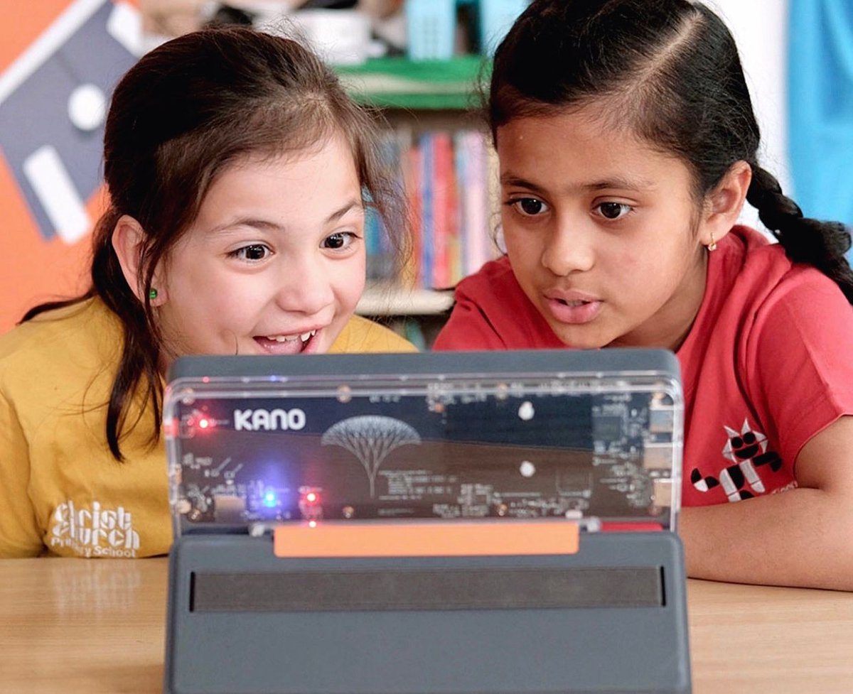 Kano PC – A Windows computer you build yourself! Learn to code step-by-step, see how your computer works, spark your imagination, and create you own art, games, music, and more. Available on our website now. https://t.co/QiPIo61PLG