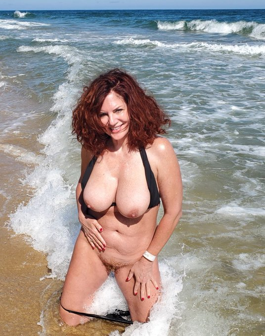 3 pic. #AndiJames #BlackBikini #OceanLife 🌊☀️🌴🧜🏼♀️ As the morning progressed, and the sun became hotter