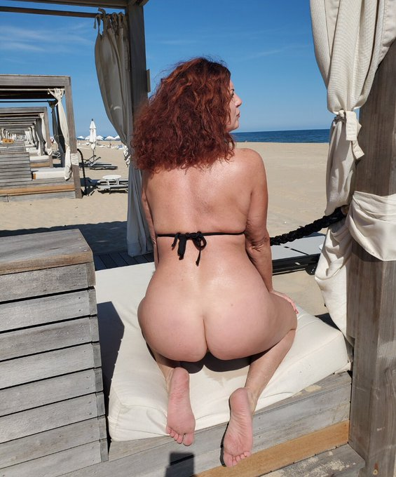 2 pic. #AndiJames #BlackBikini #OceanLife 🌊☀️🌴🧜🏼♀️ As the morning progressed, and the sun became hotter