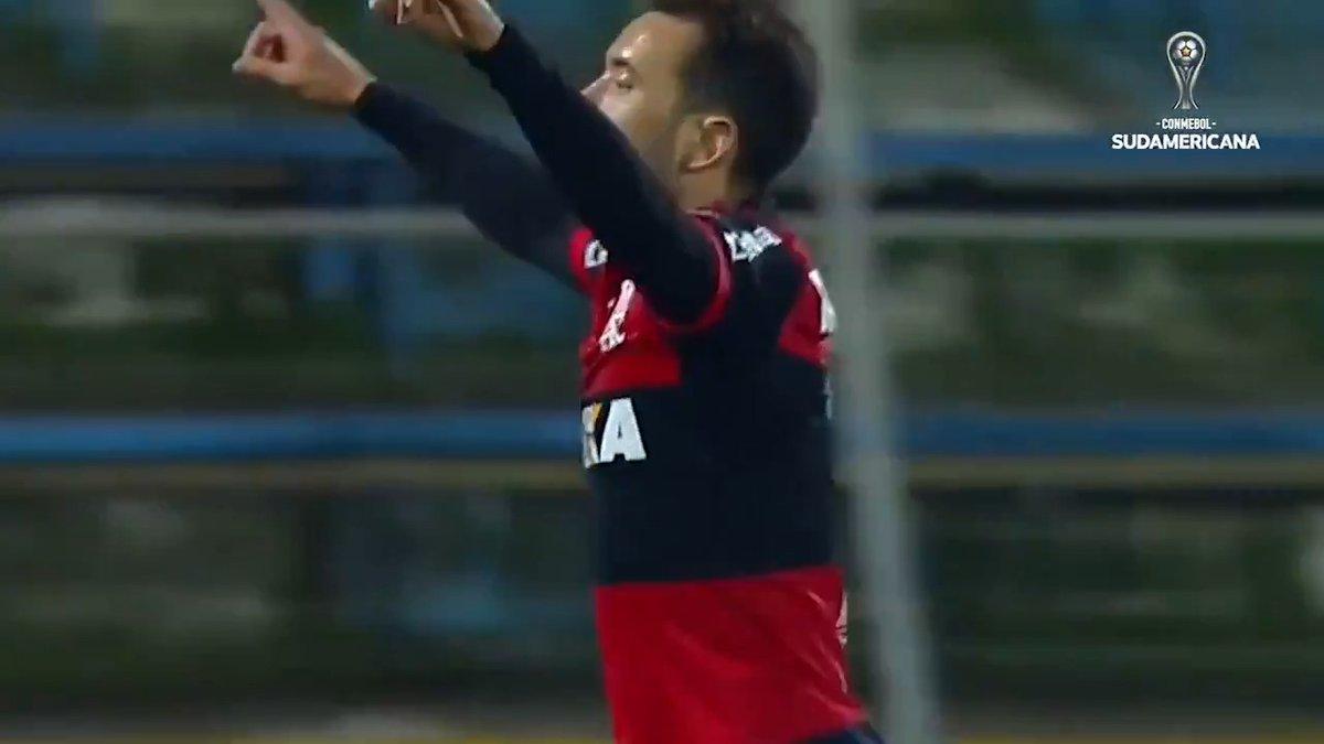 ⚽ ¡El show de Everton Ribeiro en la #Sudamericana!  ⭐ Figura del fútbol sudamericano, jugó la Copa para #Coritiba y @Flamengo. Marcó 3️⃣ goles en 1️⃣2️⃣ juegos. Fue segundo con el Mengão en 2017.  🔝 Su primer para #Fla fue ante #Palestino.  #LaGranConquista https://t.co/SXMRQv8xCp