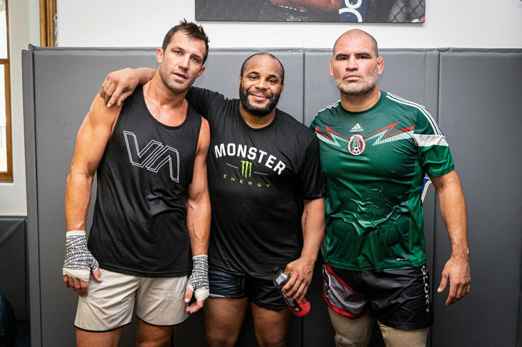 We've always had each other's back, I'm so lucky to have these guys in my career and in my life. I couldn't have done this career without you two fellas. We're the 3 kings of @AKA_HQ  and we went to the moon! I'm so lucky to have my brothers @cainmma @LukeRockhold #andnewagain https://t.co/hZhSOycxFe