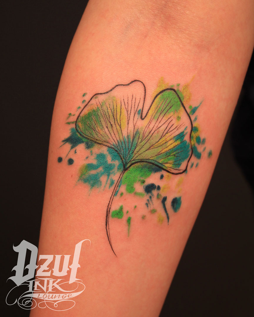 """""""How beautifully leaves grow old. How full of light and color are their last days."""" -John Burroughs  Work by Alex (@dzulking)  #colortattoo #gingkobiloba #gingkotattoo #seattletattoo #seattletattooartist #watercolortattoo #leaftattoo #naturetattoopic.twitter.com/zWediGQNL0"""