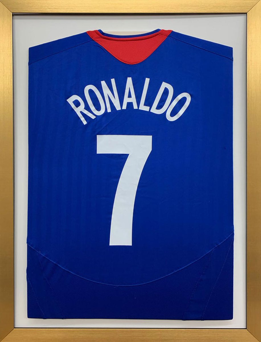 Willian to join Arsenal after rejecting late offers from Chelsea and Man Utd https://t.co/VGacTXI0Jn via @Metro_Sport   Football Shirt Display Frames, Ready Made Shirt Frame | 70cm x 50cm £45 https://t.co/GOqima5u2M https://t.co/bAauL6pK4v