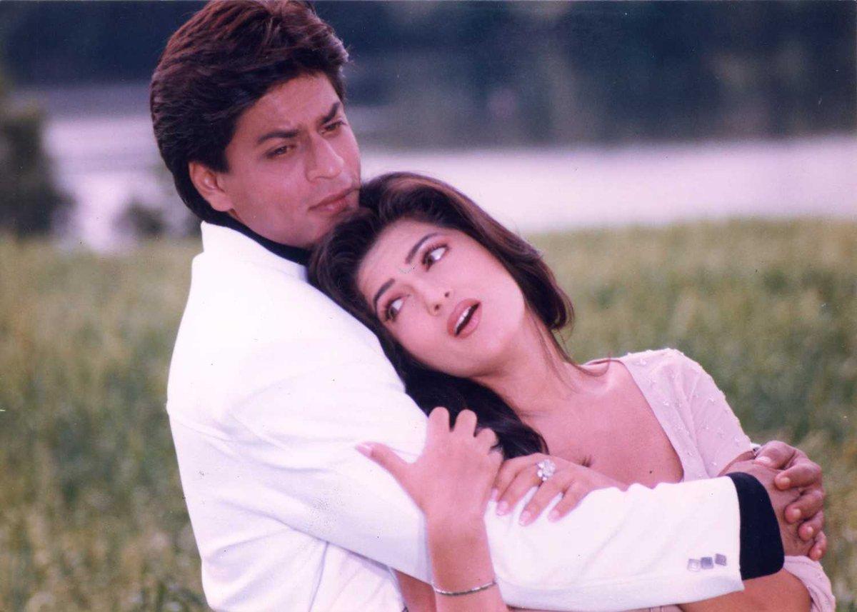 Tell us the movie and name of this song#ShahRukhKhan #TwinkleKhanna  @iamsrk @mrsfunnybones @RedChilliesEnt @gaurikhan @pooja_dadlani @teamsrkfcpic.twitter.com/OcnlRmnF1l