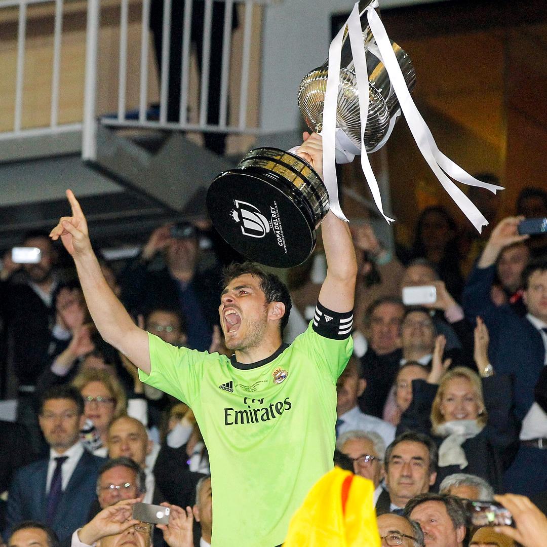 🔝🇪🇸🌐 El mejor portero de la historia del @RealMadrid y del fútbol español. 🧤 @IkerCasillas  #Grac1as | #HalaMadrid https://t.co/ZGxJF4s3Io