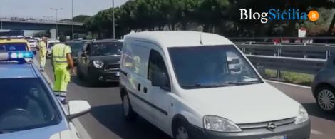 Traffico paralizzato in autostrada A19 in uscita da Palermo a causa di un incendio (VIDEO) - https://t.co/Dl2NGpXKN6 #blogsicilianotizie