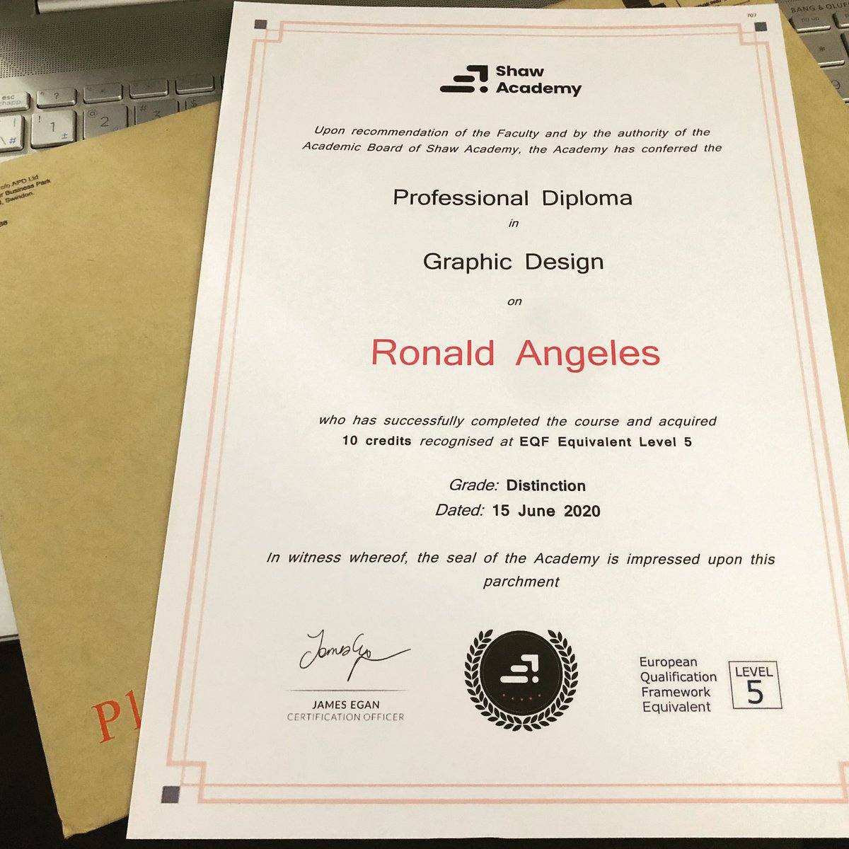 It's official, I successfully completed my Professional Diploma in Graphic Design (with Distinction) @shawacademy.  #shawacademy  #shawacademygraphicdesign  #canada #toronto https://t.co/IKjvdIs3aT
