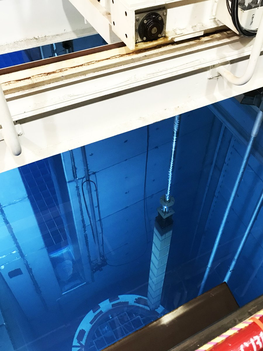The last #nuclear fuel assembly from the Unit 3 spent fuel pool is loaded into a canister for storage later this week. We are committed to safely storing spent nuclear fuel as long as it remains on site at #SanOnofre. pic.twitter.com/YPDEsy83Y8