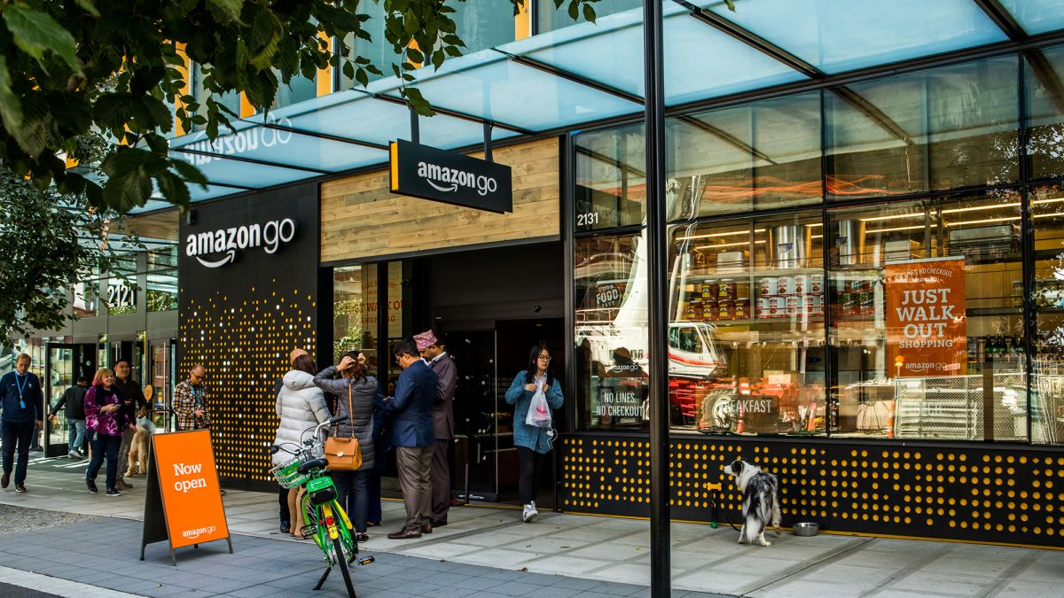 E-commerce News   Amazon plans to open 30 Amazon Go stores in the UK   Amazon has announced that it will open 10 of its cashier-less #Amazon Go stores in the #UK by the end of 2020. #Stores will be located near transport hubs and in total Amazon is expected to open 30. https://t.co/keEZUZsgSr