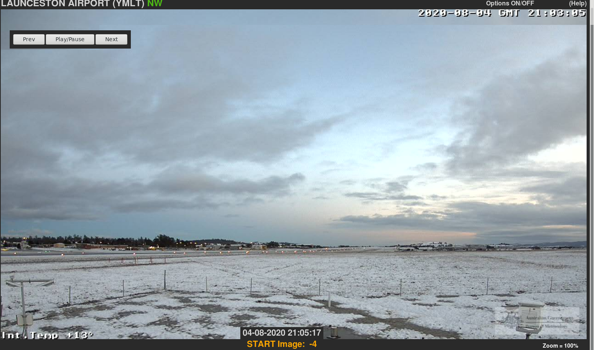 #Launceston airport this morning covered in #snow. It is currently 2.4°C.  The airport has had 41mm of rainfall since 9am yesterday, some of which fell as snow as the cold southerly air pushed across. The airport is at 150m above sea level.   #Tasmania #weather #snowgozone https://t.co/zklNppV1Rr