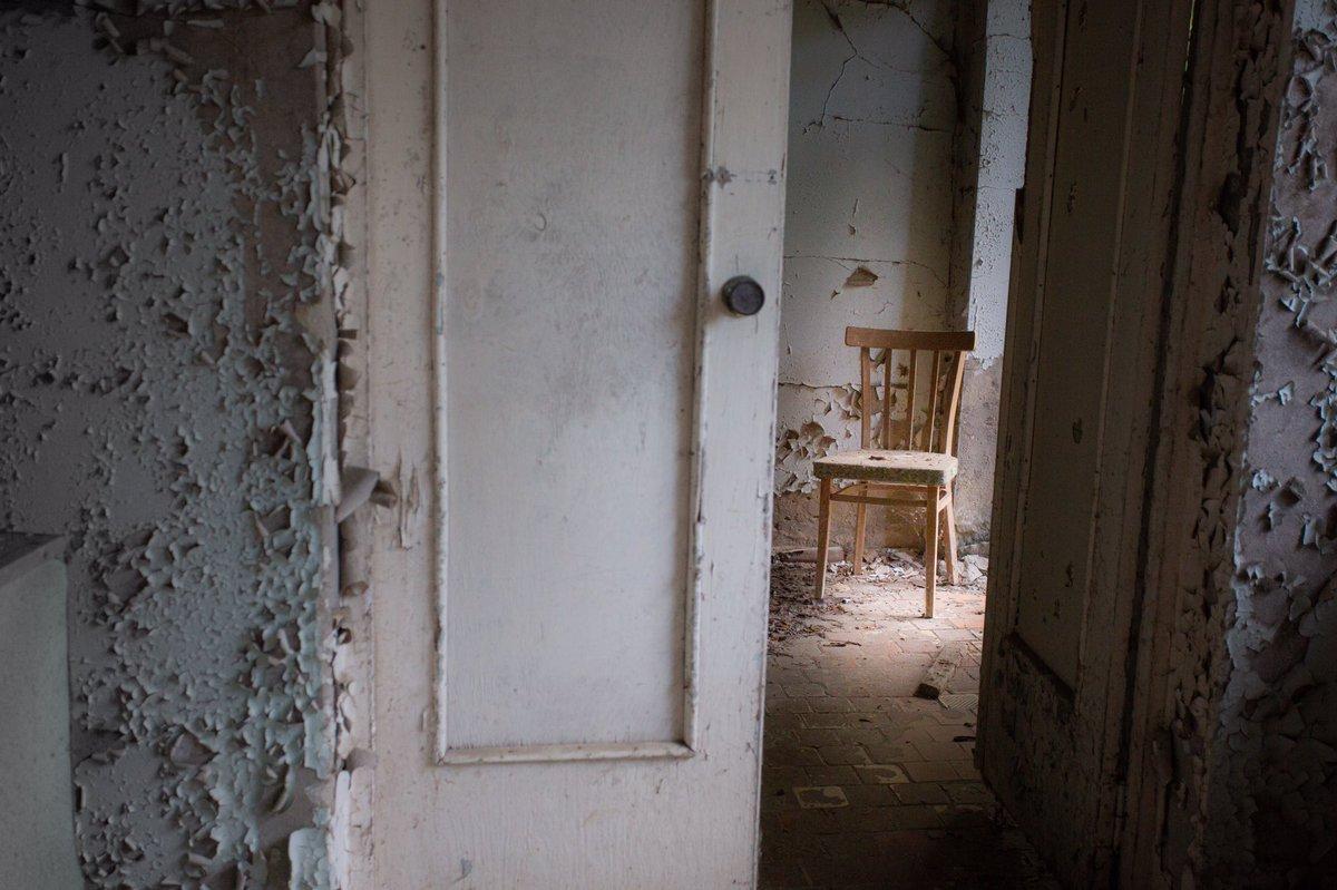 1日1回?前回の #チェルノブイリ 旅の #写真 。  #廃墟 #ウクライナ #chernobyl  #プリピャチ #pripyat #photography #ruins #ukraine #haikyo #旅行 #abandonedplaces #椅子 #風景pic.twitter.com/NCl9wIXx3m
