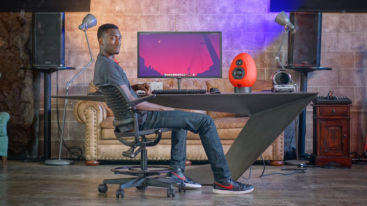 There's a gaming chair company called ITEY. They photoshopped a photo of me sitting in a @tldtoday video and used it as an ad for years  Never seen their chair in my life  I don't care if the chair is great, this is trashy. Don't buy their stupid chair  https://t.co/E2IXFNkgj1 https://t.co/2Tzgk5rlyY