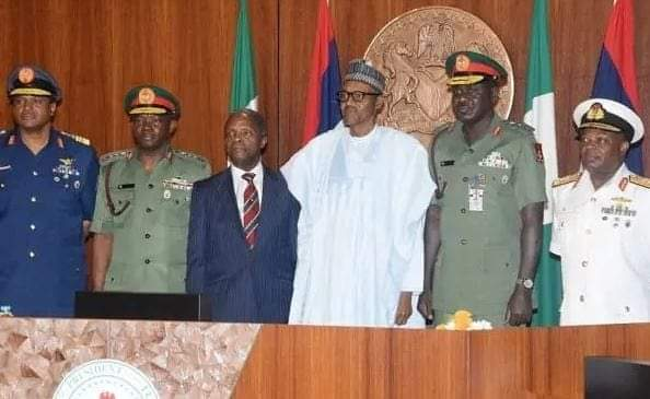 This is the picture Femi Adesina the media aid to Buhari showed to the world of the security meeting held todey or yesterday. NOTE NO SOCIAL DISTANCING, NO FACE MAST? IN THIS COVID 19 PERIOD.  This is a show of shame!pic.twitter.com/0edvs2GoNr