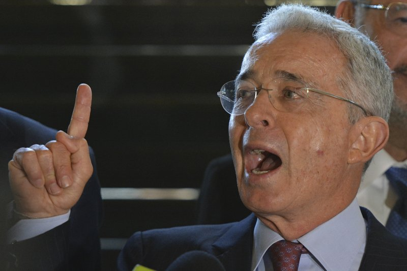 Colombia: Corte Suprema ordena la detención de Alvaro Uribe https://t.co/gnFiE3dDlg a través de @ActualidadRadio https://t.co/uPIEaTb7TS