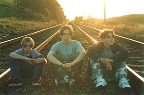 I used the same traintracks to take some VERY cool photos of my first band pic.twitter.com/HPJV0OV6E2