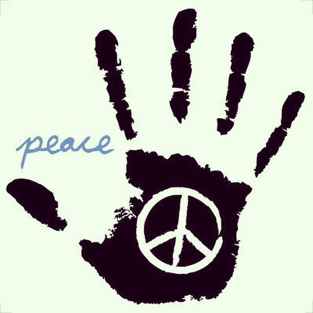 Happy Birthday to us! #HappyBirthdayObama  #PeaceAndLove #peace pic.twitter.com/Y4sCRQ9DXr