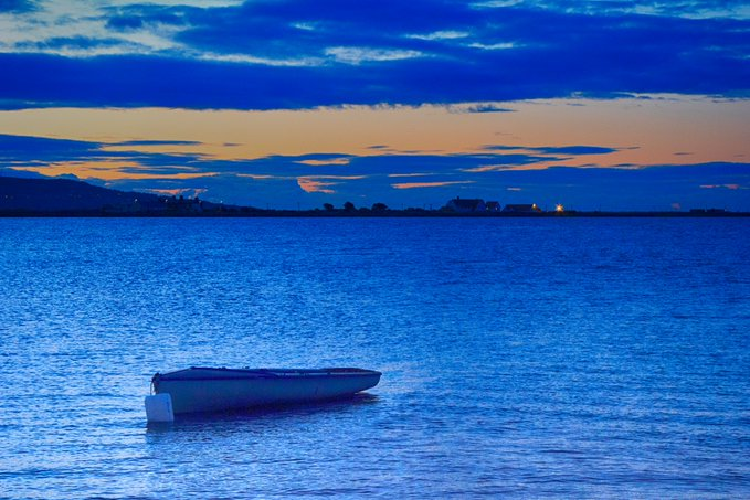 The Dublin Blue Boat, dawn a few mornings back looking from the Yacht Club slipway towards Bull Wall & Howth Head. #Dublin #Clontarf #Dollymount #Raheny #Killester #Howth #Ireland #weekend #SATURDAY #SaturdayVibes #boat @ChristyBurkGE20 https://t.co/exn1CJYBIA
