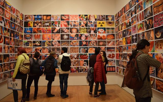 Es hora de hacer una pausa.  Estírate un poco 🤸♀️y demos una vuelta por la exposición virtual del fotógrafo británico Martin Parr. Revive esta muestra que presentó el #MAMU en 2019 y conoce más sobre el precursor de la fotografía kitsch. Vísita:  https://t.co/87Cl1MsyWl https://t.co/JbcMYJU0Yc