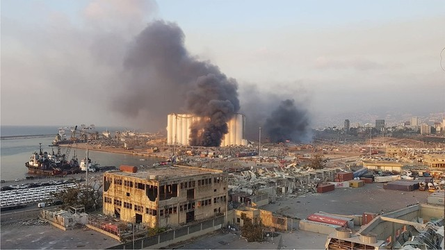 【死亡78人超】ベイルートの大規模爆発、倉庫に2750トンの硝酸アンモニウム保管か大統領は、大量の硝酸アンモニウムが危険な状態で保管されていたのは「受け入れられない」とツイート。爆発音は240キロ離れたキプロスでも聞こえるほどだったという。