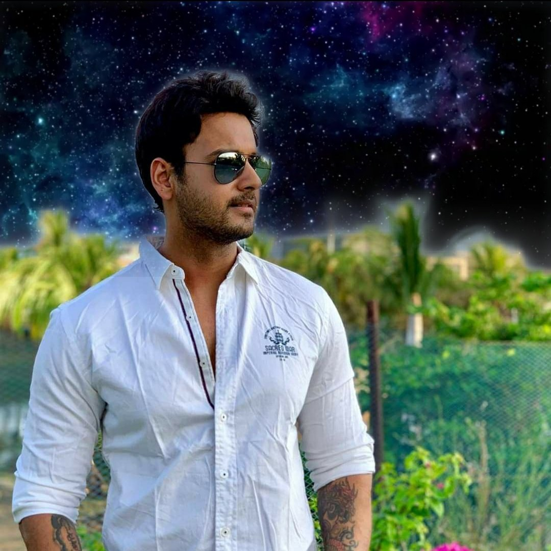 In a forest of a hundred thousand trees, no two leaves are alike. And no two journeys along the same path are alike.  Paulo Coelho  PC @yashian_disha #yashhDRocks #yashdasgupta #TollywoodActor #UpcomingMovie #thriller #SOSkolkatapic.twitter.com/IOO9GLmC5i