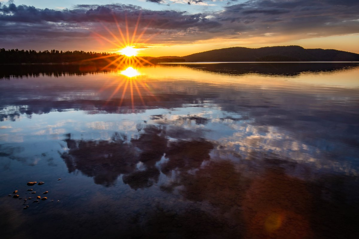 Last night in Inari certainly did not disappoint!  #inari #finland #lapland #lappi #luonto #sunset #landscape #north #lake #canon #Suomi #TravelTuesday #Travel #NaturePhotography #nature #NaturePhotography #reflections https://t.co/czSQrFaLpH