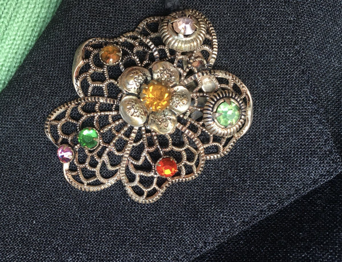 In brooch news today, I found a use for the buttonhole on my lapel pic.twitter.com/rMttfQu001