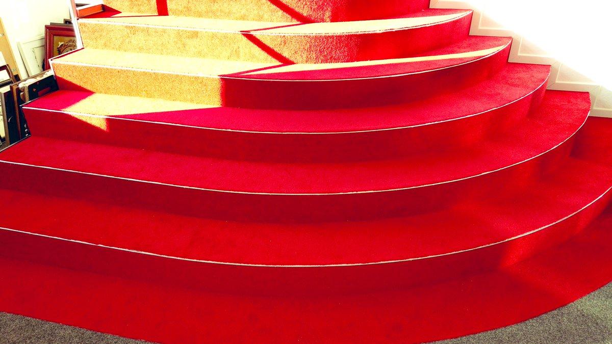 Sieht man sich am #Wochenende in der Galerie Rote Treppe, bei Oksana #Kyzymchuk .  ? Ab 16 h, Eingang bei Eislust in #Kassel. Danach gehts in die Sommerpause und am 28.8.20 findet eine Finissage statt.  https://youtu.be/Cuoi-AZ3YL4pic.twitter.com/oUojrxExj3 – at Friedrichsplatz