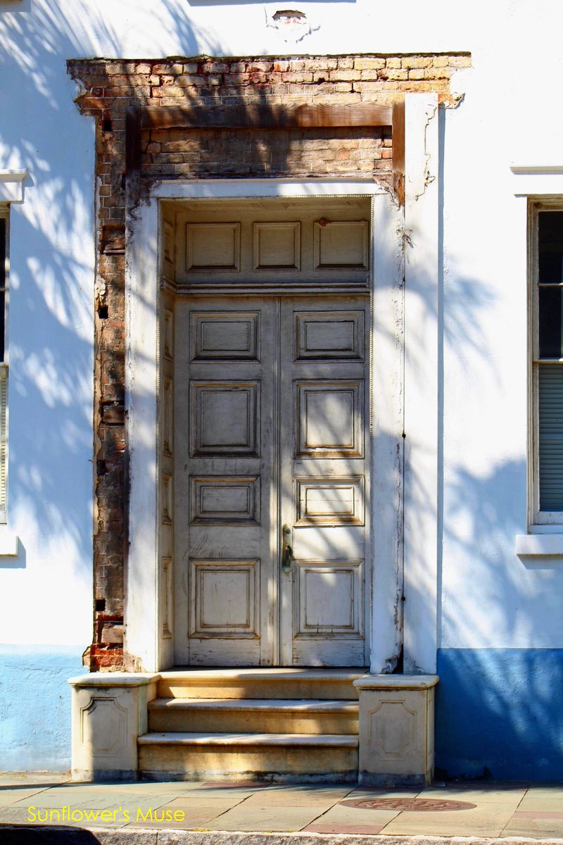 🌻I'm fascinated with this door, but it's gone🌻  Store: https://t.co/sxV93aUPup Art Gallery: https://t.co/S0KyfgyDx4 Newsletter: https://t.co/abZRHKM9x1  #CHS #Charleston #SouthCarolina #Photography #sale #onlineshopping #Support #Business #supportsmallbusiness #Artwork #city https://t.co/MH15EQU3GS