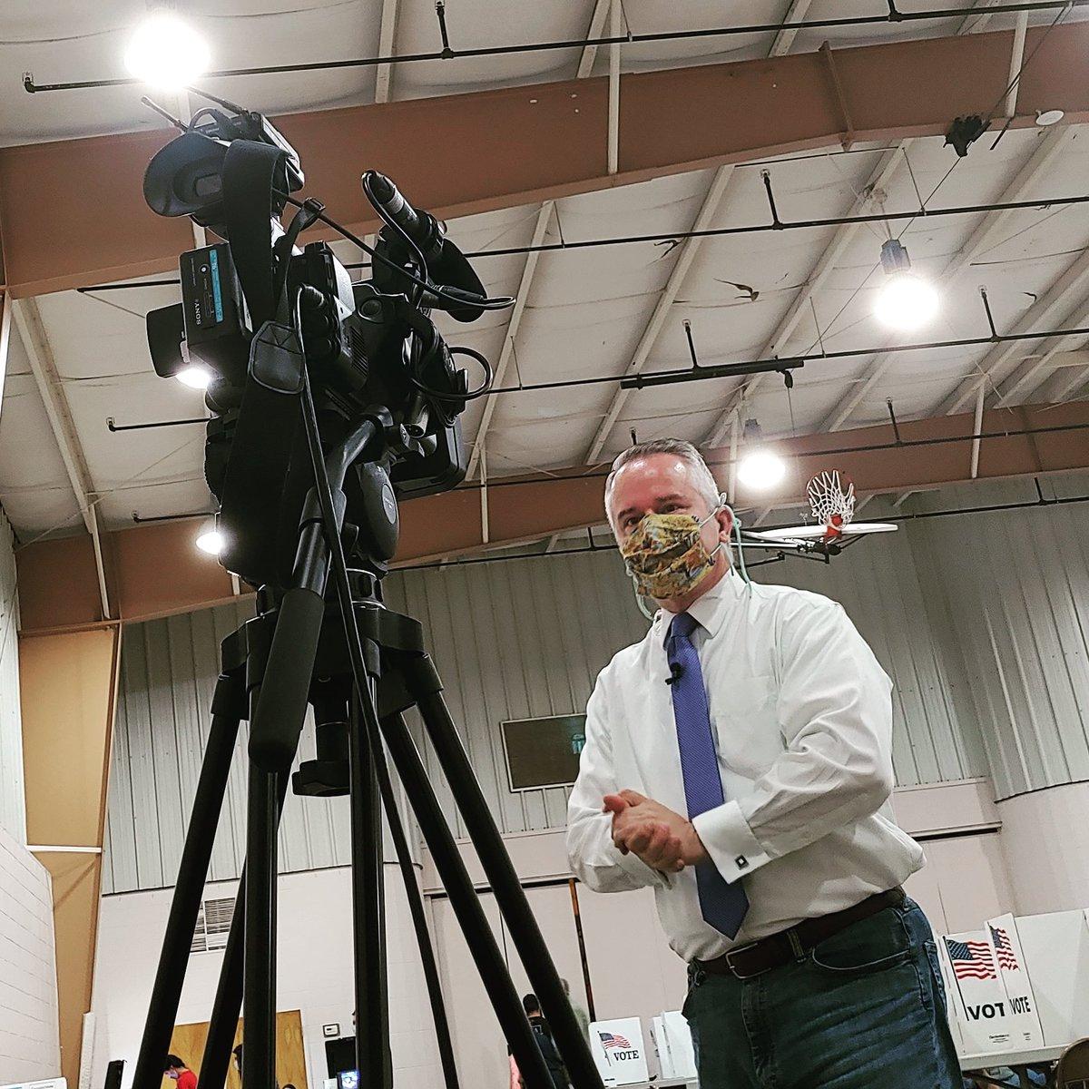 Masked live shot election coverage. Stupid covid. #reporterlife #newslife #liveshot #selfie #ElectionDay https://t.co/oK3Q0tUhfo