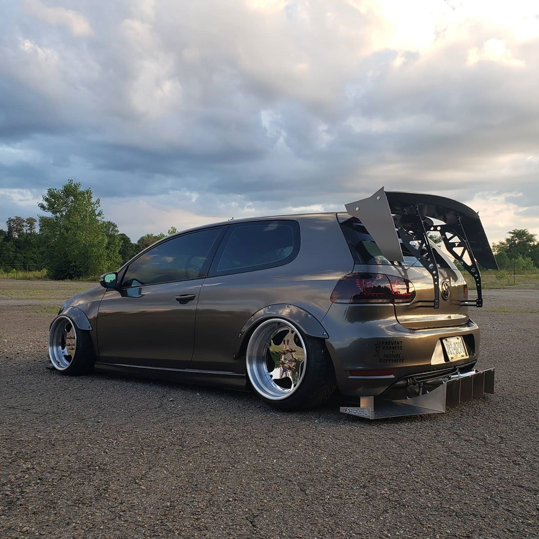 Holy aero, Batman!    @412mk6_tdi  #ecstuning #repost #stancenation #euro #vw #vwgolf #slammed #bagged #low #gtd #hatchback #camber #turbo #wrap #dailydriven #modifiedsociety #hatchsociety #slammedenuff #stance #stanced #wide #carporn #carswithoutlimits #wheels #instacarpic.twitter.com/mRS83TqjVY