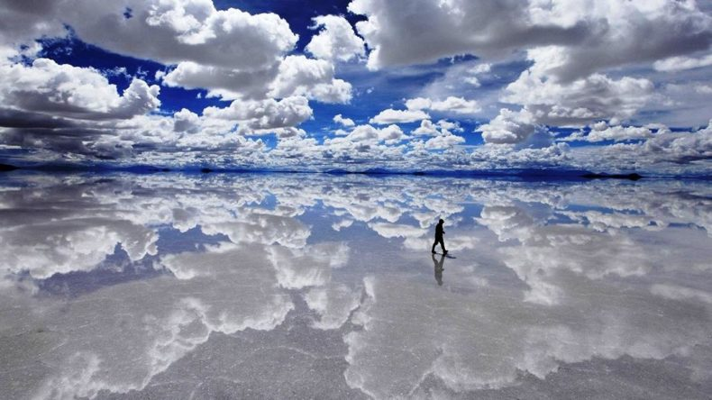 Welcome to the reflective salt grounds of Salar De Uyuni, Bolivia🇧🇴🇧🇴 😍  #Bolivia #Travel #SalarDeUyuni #wow #beautiful #Unique https://t.co/160R4RYLTf
