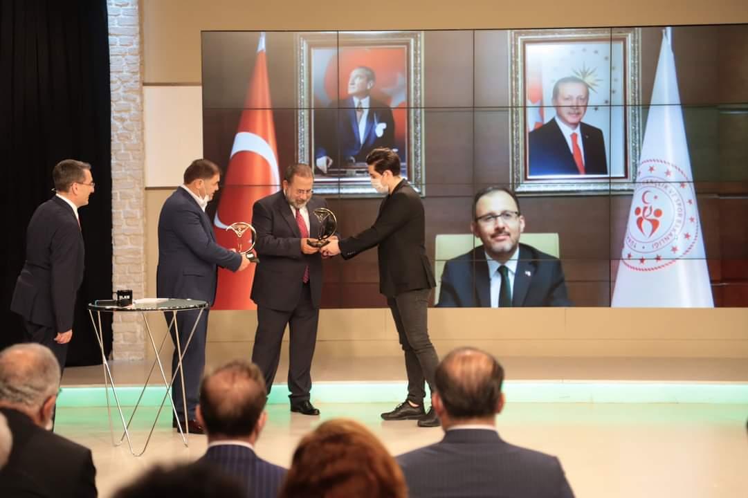 Güreşiyorom porte Tam 150.Bölümde Türk Sporunun Lokomotifi olan Güreşin Başarılı Federasyon başkanı Musa Aydın var..  2015'ten beri  2016 Rio olmak üzere,  Dünya ve Avrupa 'da birçok ilklere....  Detay  http://Www.guresiyorum.compic.twitter.com/fTmS9D7Ai3